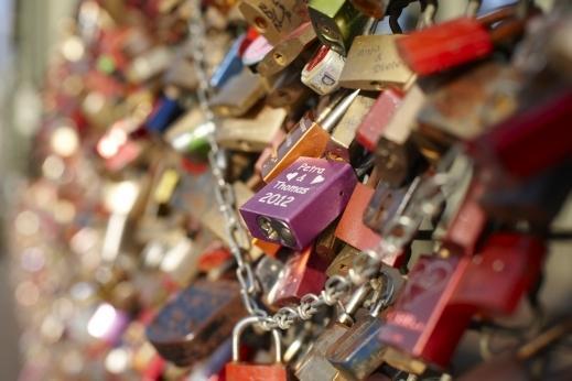 اقفال الحب......اغرب طقوس المحبين حوال العالم ,love locks bridge