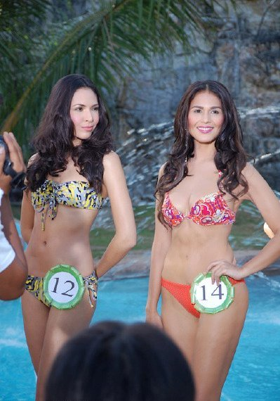 iza calzado sexy 2-piece bikini photo 05
