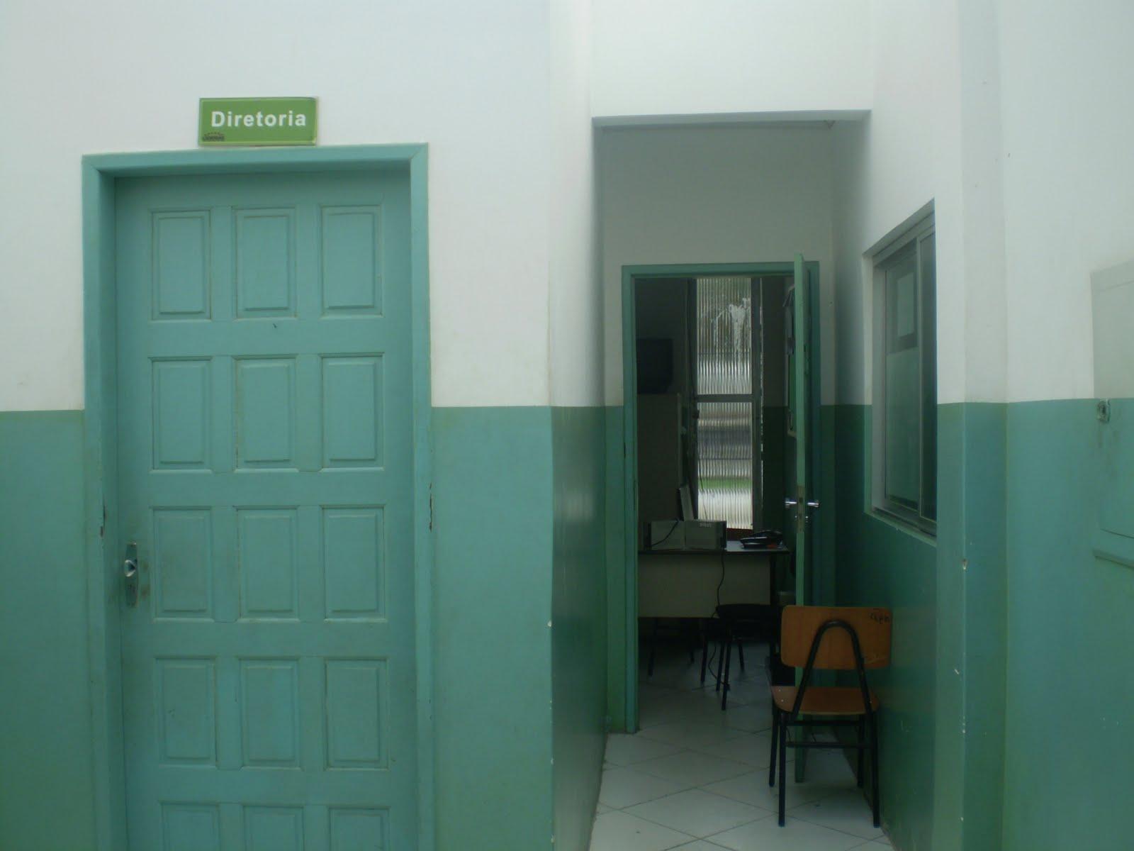 banheiro feminino e uma banheiro para deficientes a sala da  #467468 1600 1200