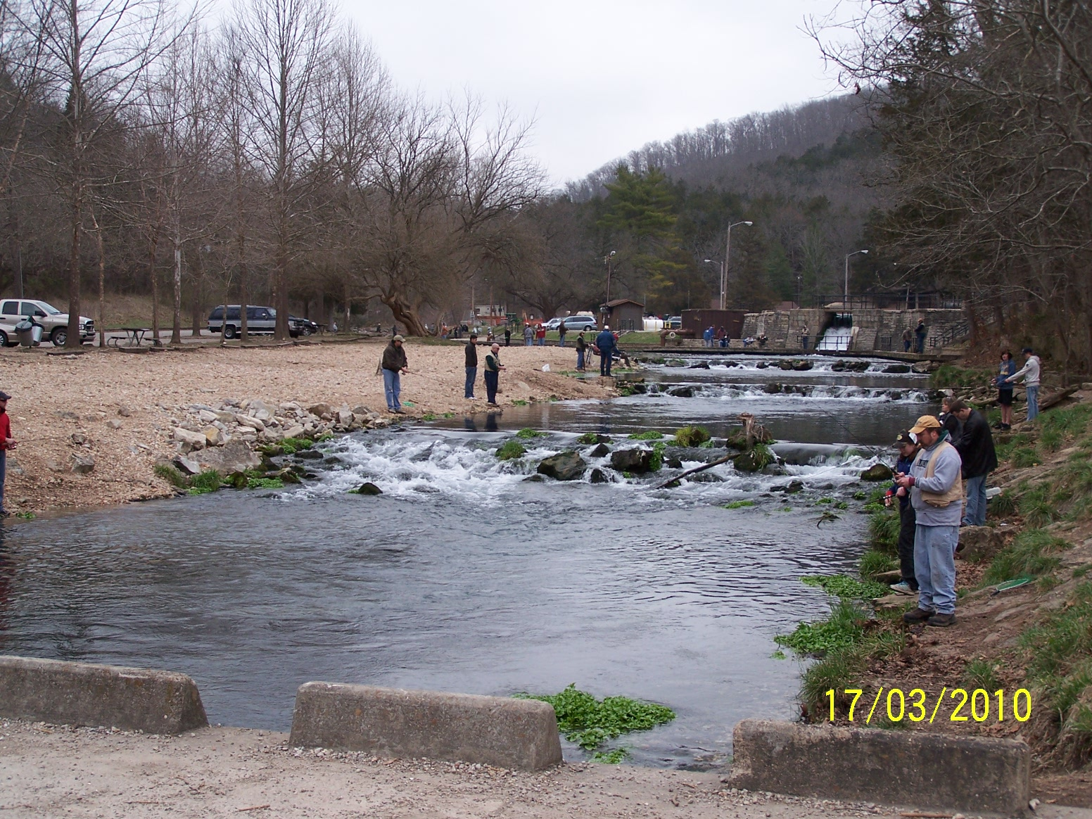 Intuitive value fly fishing roaring river cassville mo for Trout fishing in missouri