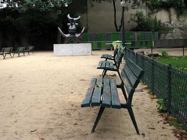 Benches, square de l'Oiseau lunaire, Paris