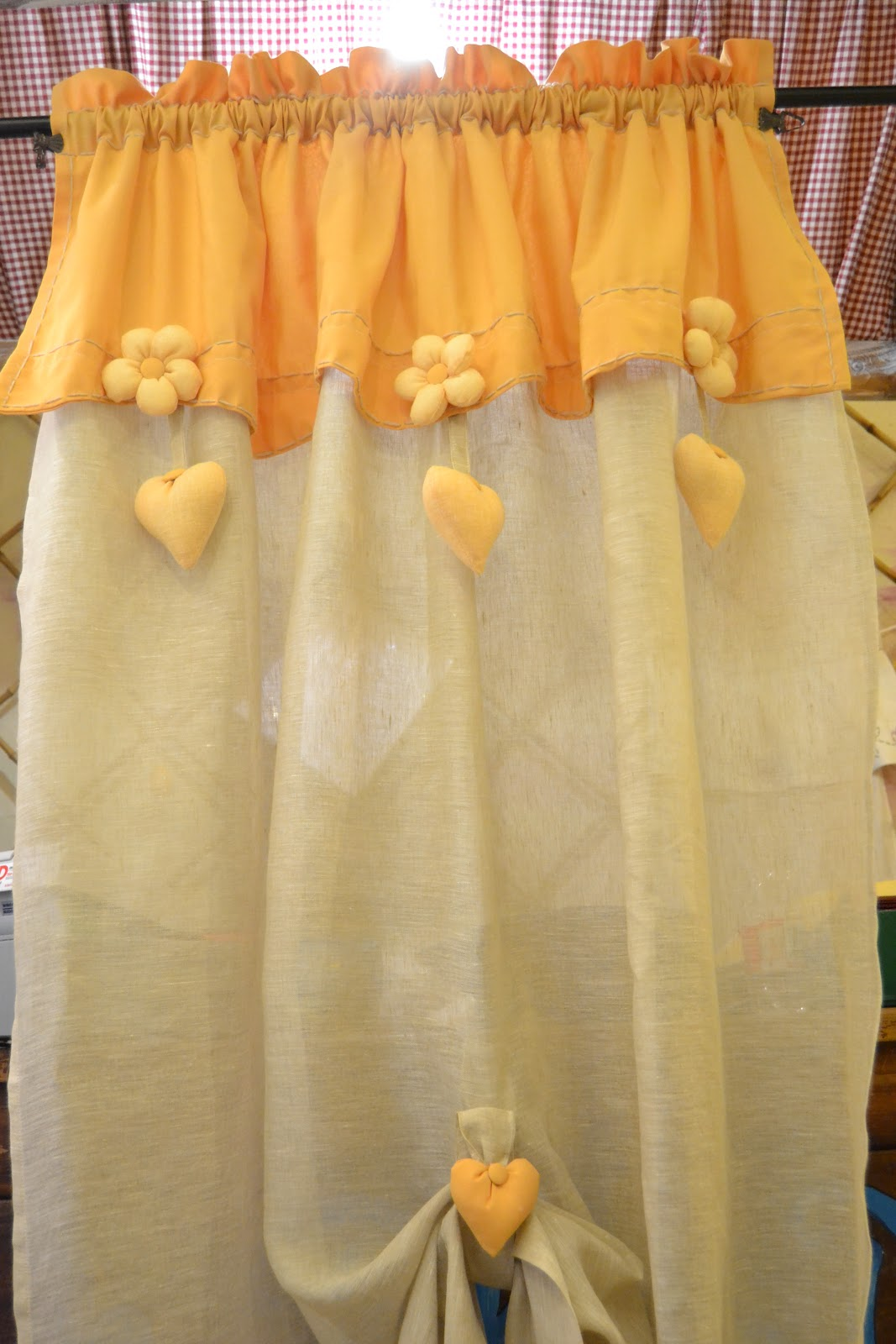 Country the blue dog sartoria d 39 interni tende provenali in giallo e in verde - Tende in cucina ...