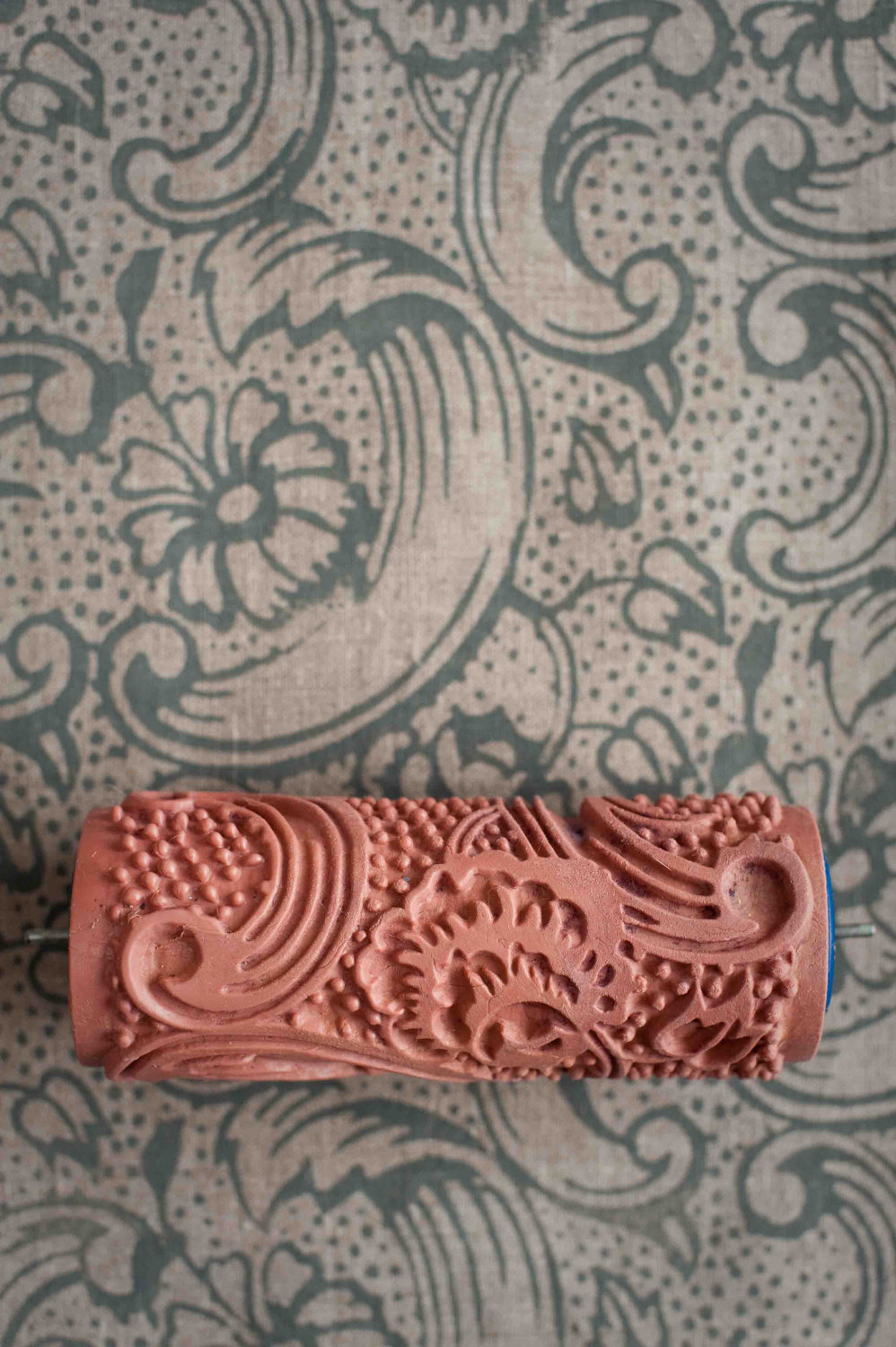 The paint roller with an interesting pattern namablog com for Wallpaper roller home depot