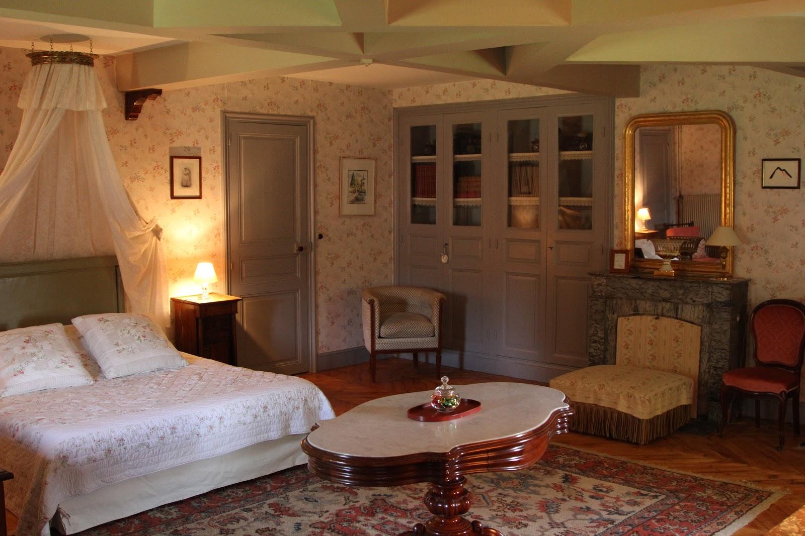 ch teau de vaulx en auvergne fin des travaux dans la chambre ath na s. Black Bedroom Furniture Sets. Home Design Ideas