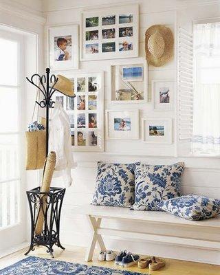 me encanta la composicin de cuadros el perchero paragero y el banco en forma de tijera divertidsimo recibidor - Recibidores Con Encanto