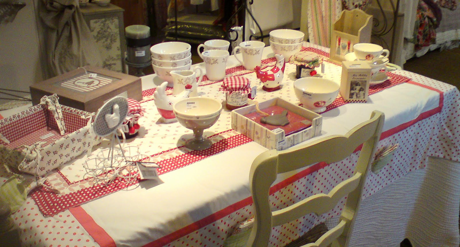 La demoiselle d 39 avignon tables d 39 automne - Country corner vaisselle ...