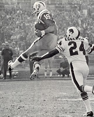 Lance Alworth Catching Today in Pro Fo...