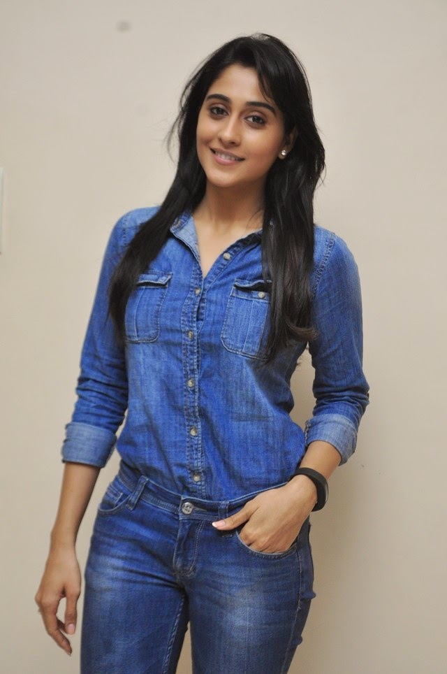 Regina Cassandra at Naa Bangaru Thalli Celb Show