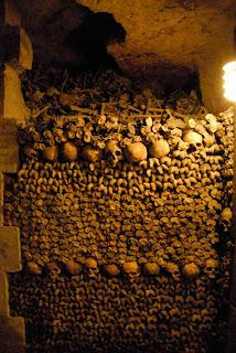 Schädel in den Pariser Katakomben
