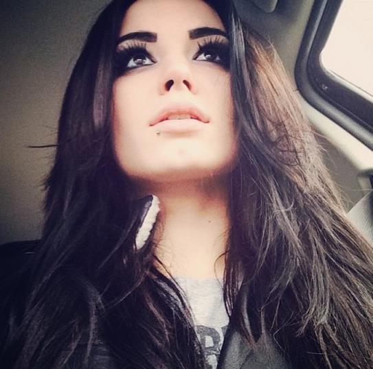 La diva más joven de la WWE, Paige la chica más blanca, paige la pelinegra hermosa de la lucha libre
