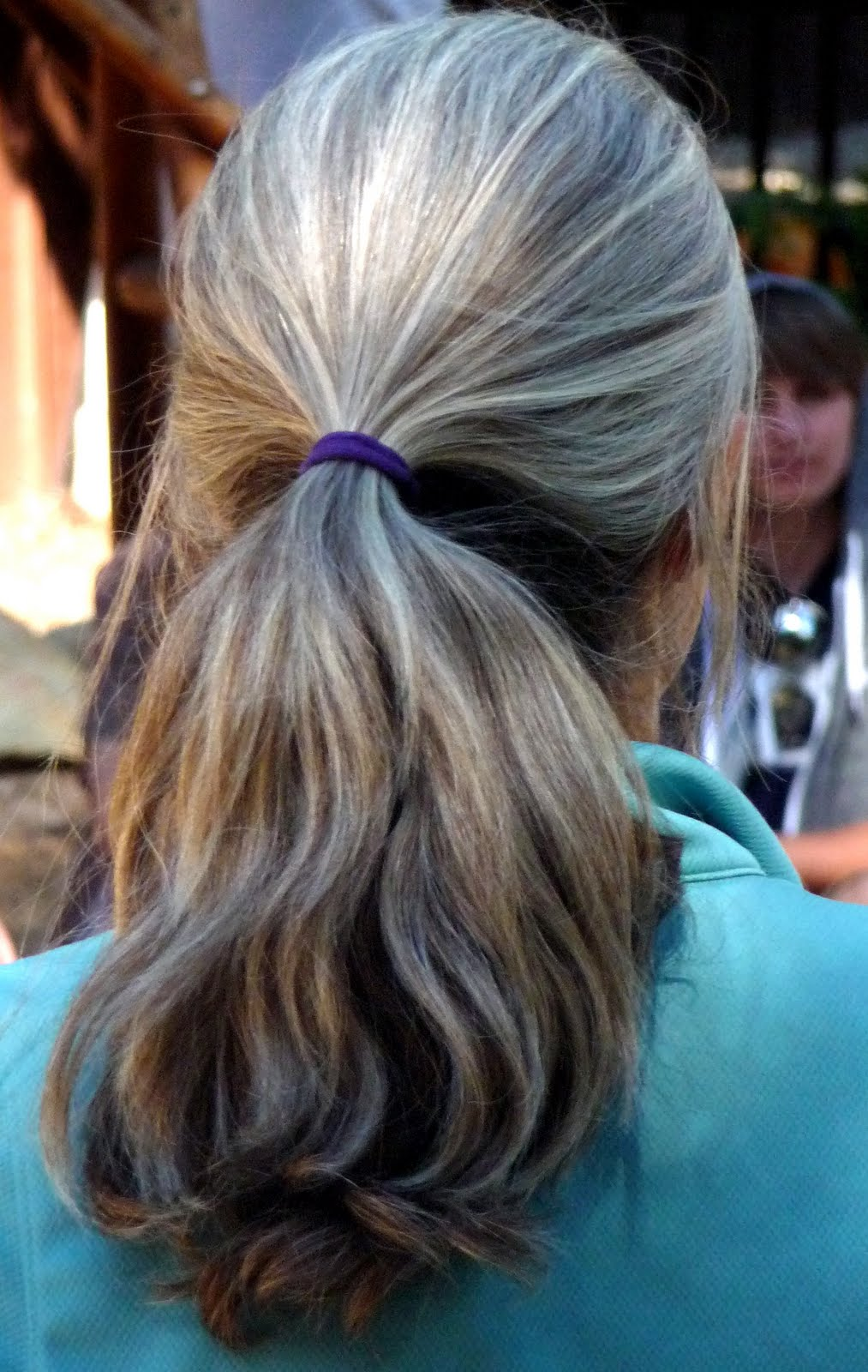 Imagenes De Growing Out Dyed Hair To Natural Gray