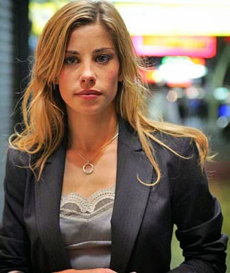 Brooke Satchwell Hot Pics