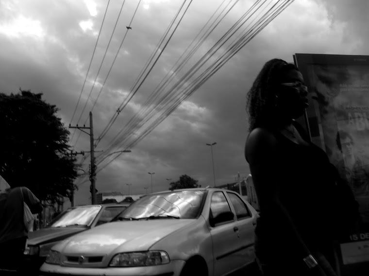 CA  _mulher de costas para para carro_ rio de janeiro - RJ / BRASIL