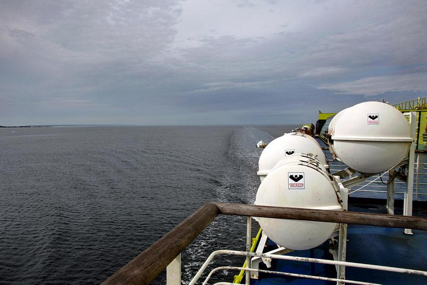 Foto do mar a partir do barco