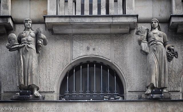 Esculturas-Edificios-Praga-4