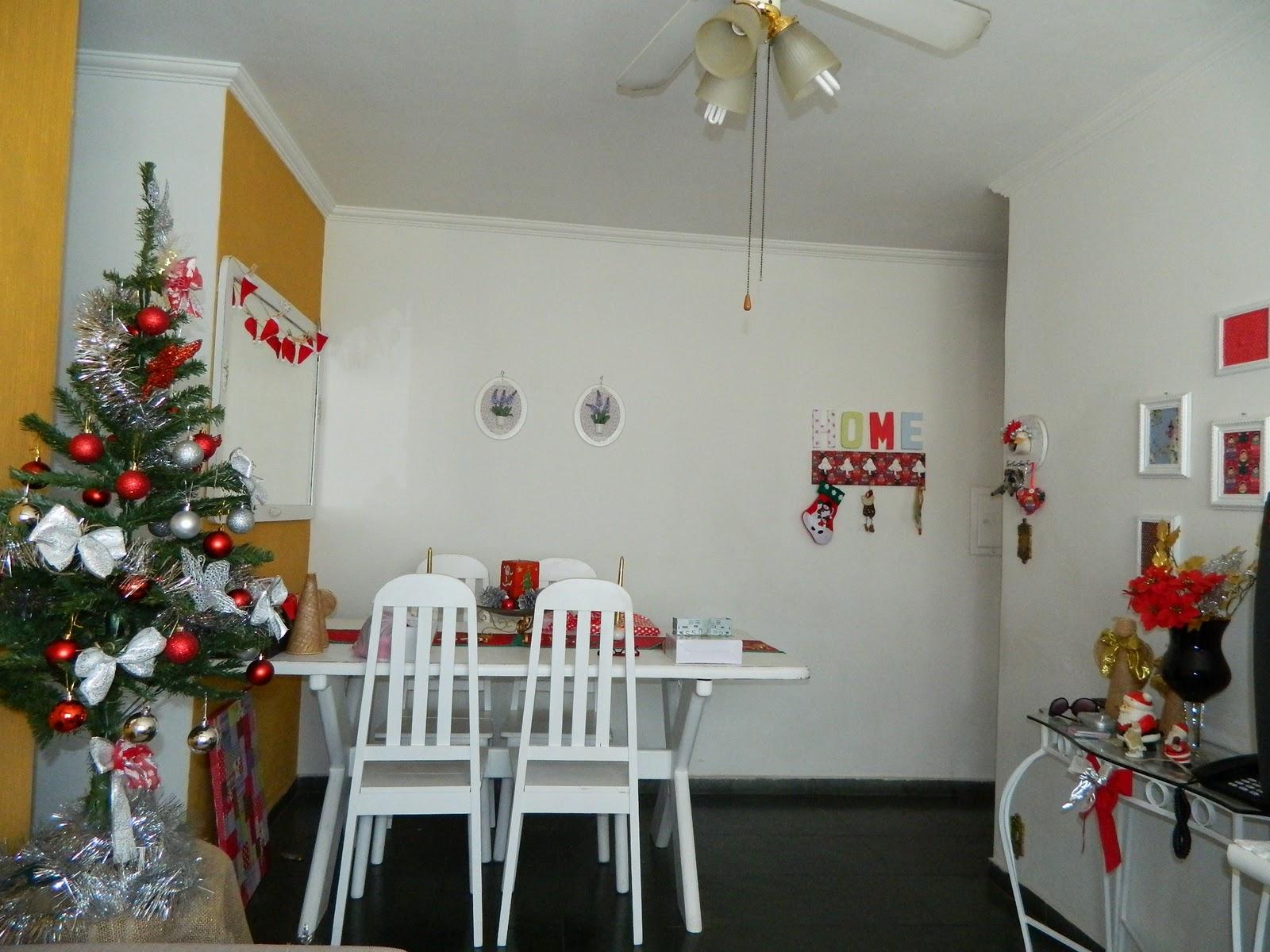 sala de jantar .toda colorida pro natal agora ta pelada ..mudo o  #A37B28 1600x1200