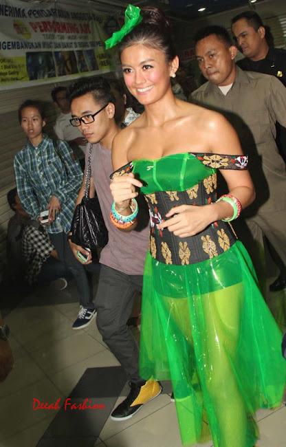 Busana Agnes Monica @Nickelodeon Kids Choice Award 2012