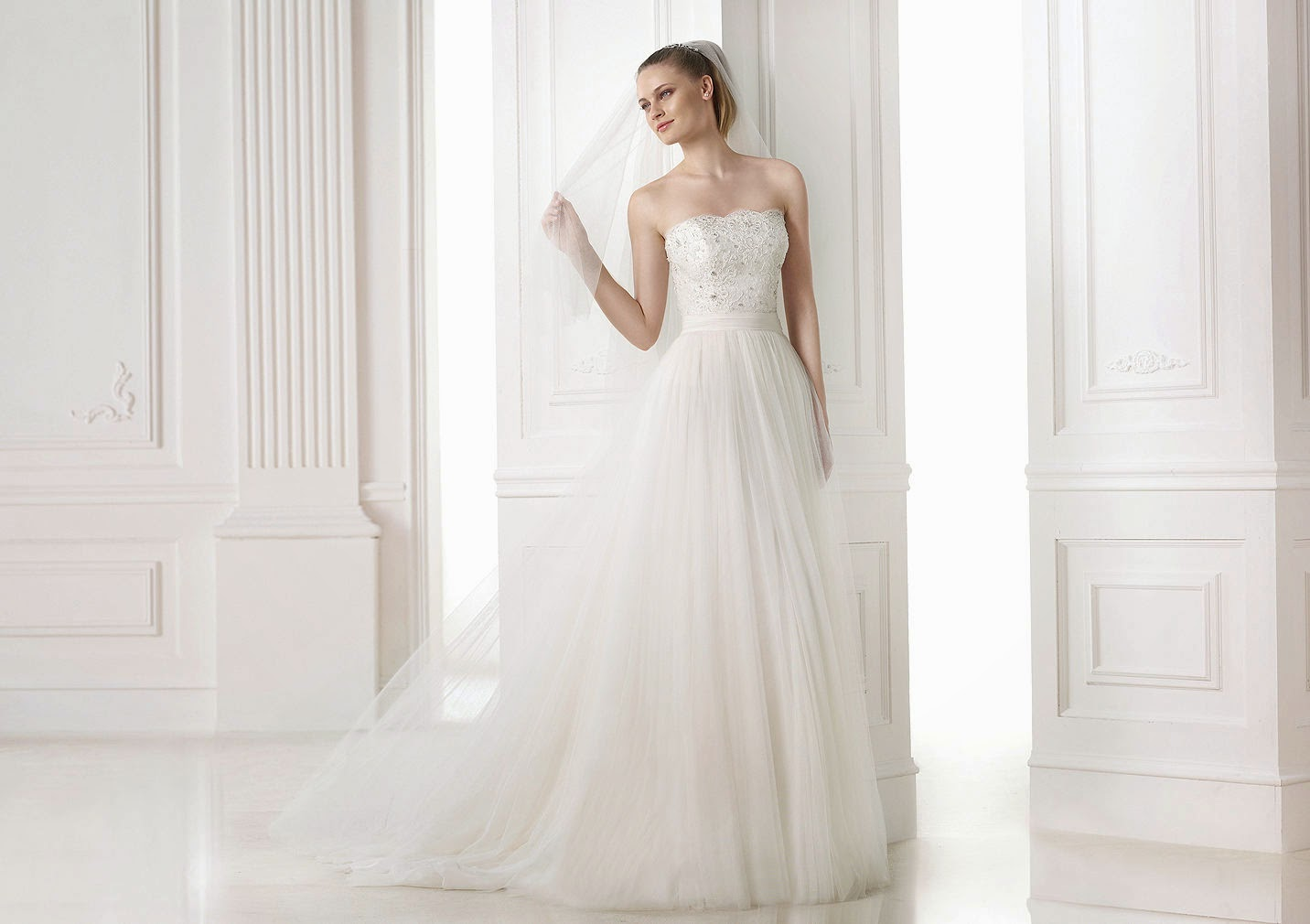 Design wedding dress Provonias the Classical and Romantic