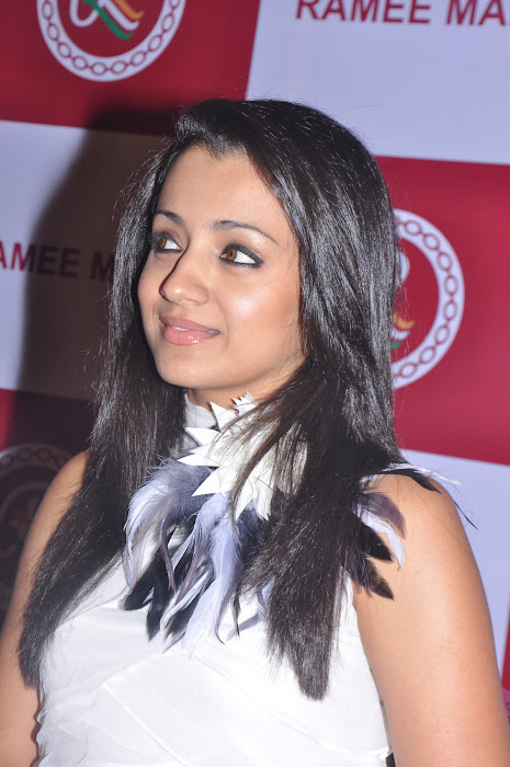 trisha new @ ramee mall launch actress pics