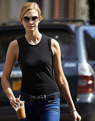 Karlie Kloss no boobs no cameltoe no story