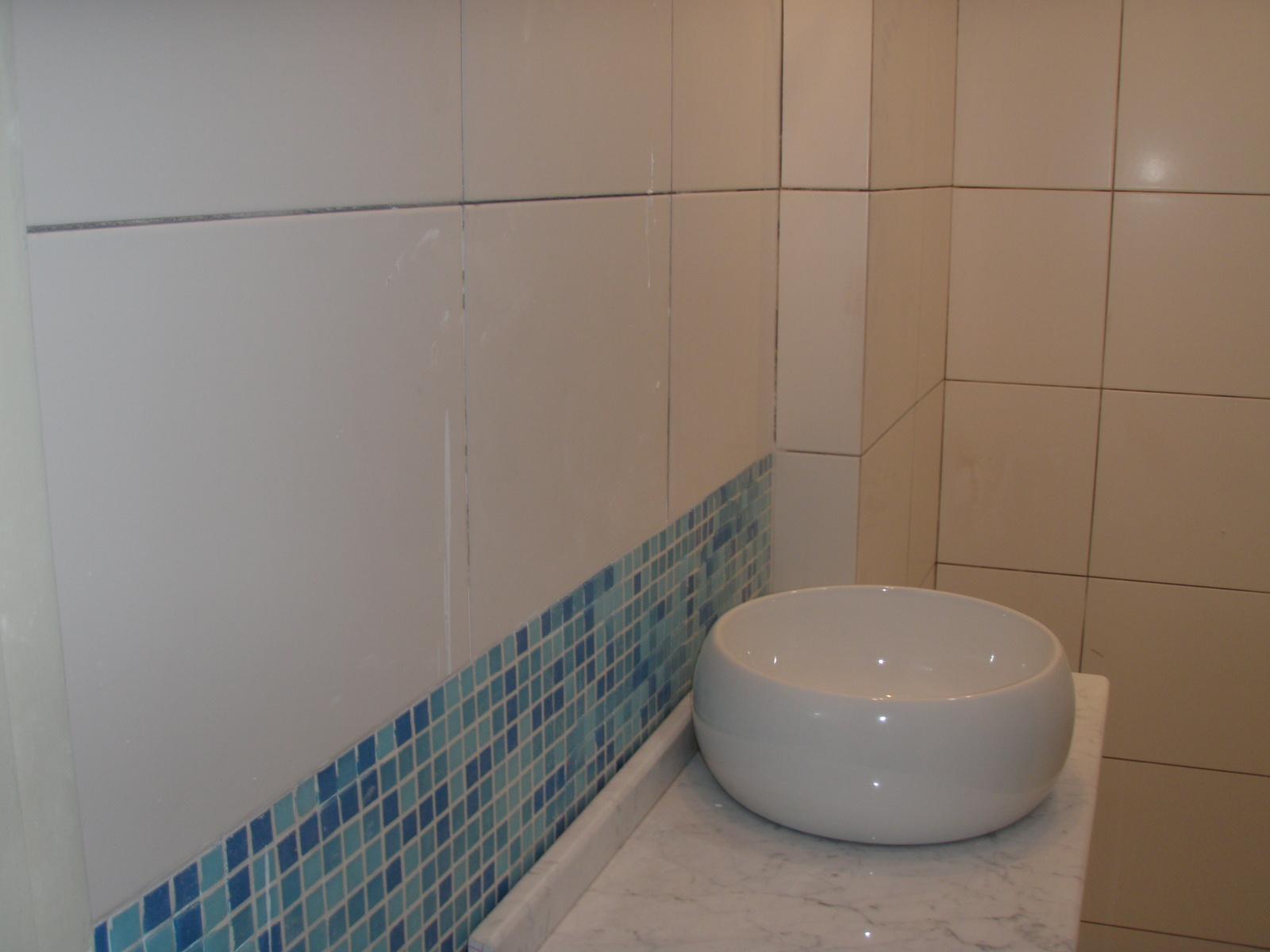 Nuestra casa patas para arriba new look - Como colocar azulejos en el bano ...