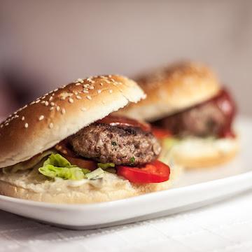 Hamburger wołowy - Czytaj więcej »