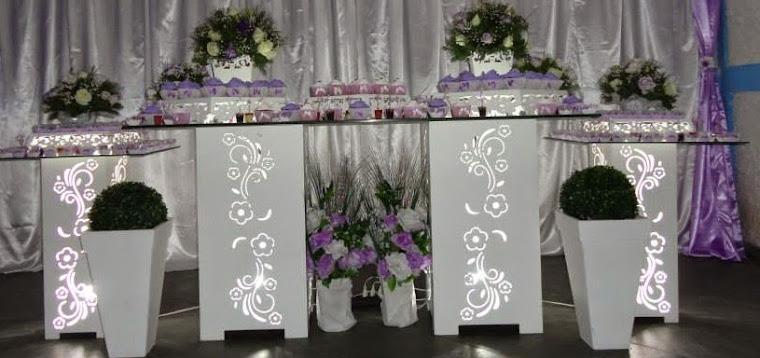 Conjunto de cubos florais com iluminação R$ 580,00 acompanham 2 cubos de 80Ax40x40 e 2 cub