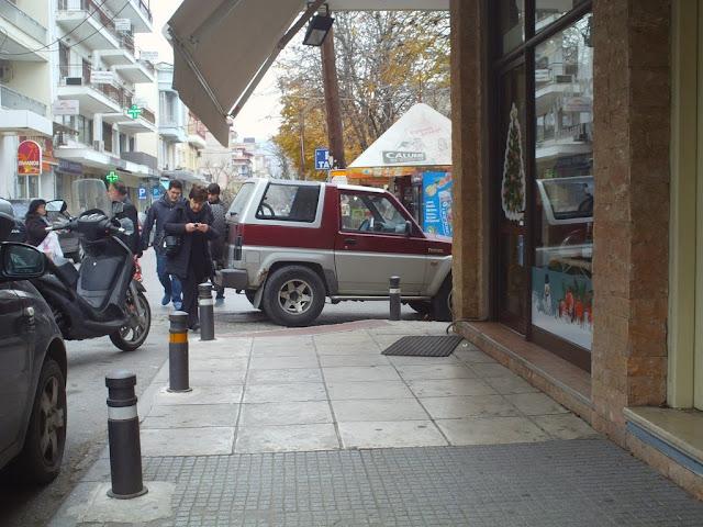 Απουσία τροχονόμευσης, ο καθένας όπου θέλει παρκάρει