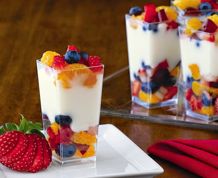 fruit and yogurt parfait 11 Quick and Healthy Breakfast Idea - Fit and Fabulous Friday