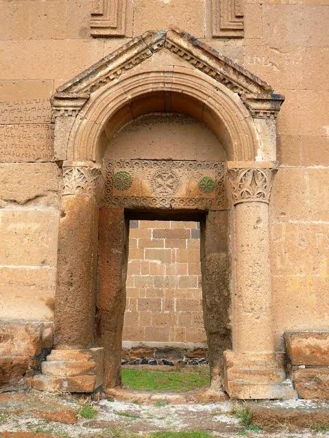 Portale della Cattedrale armena del 5° sec.