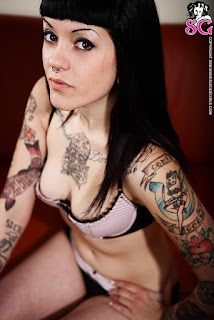 Naked brunnette - Gypsy_%2528SG%2529_Back_Room_08.jpg