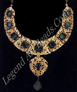 The influence of western design is manifest in this necklace of emeralds and diamonds set in gold, a variation of the traditional baleora.