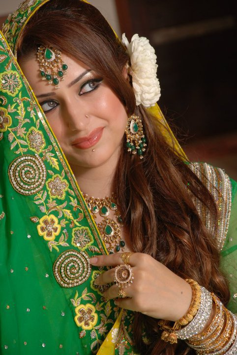 Indian Dulhan Dresses,Bridal Style,Bride Fashions,Dulhania Wears,Traditional Brides,Mehndi