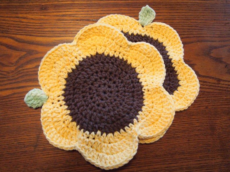 Free Crochet Patterns Flower Dishcloths : sunflower dishcloths yarnaway: a crochet scrapbook