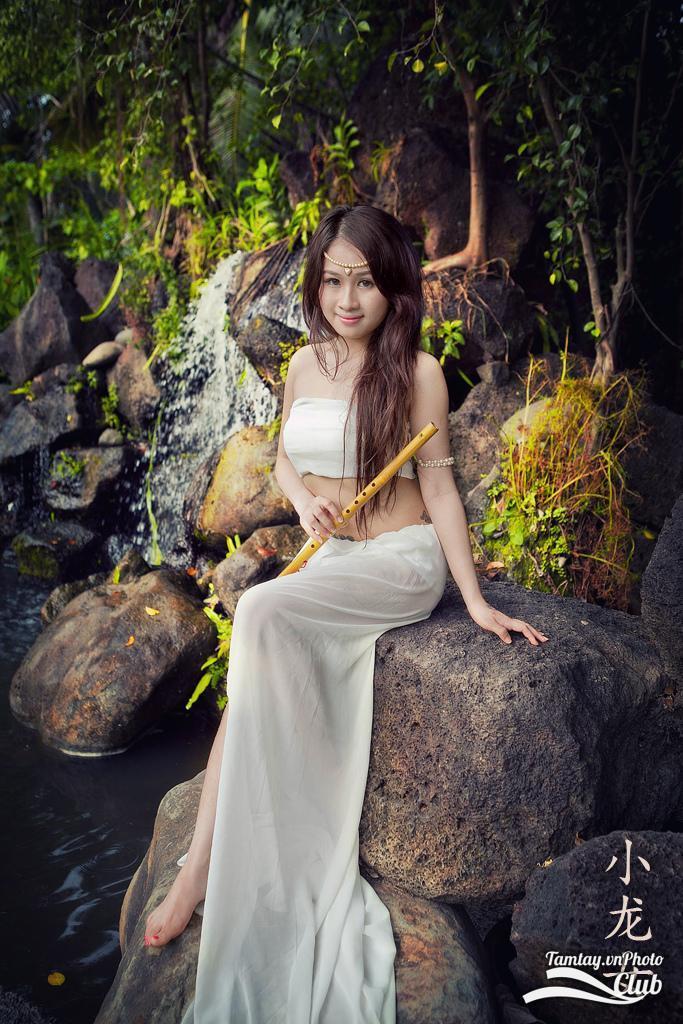 Hình ảnh đẹp thiếu nữ Joanna như nàng công chúa lạc trong rừng