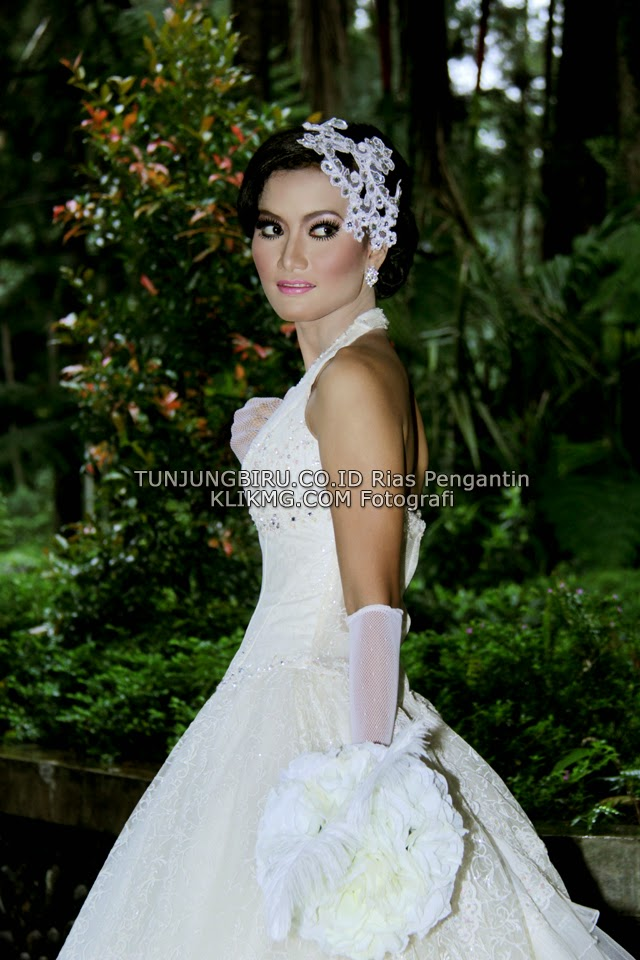 Sample Make Up Bridal Wedding by TUNJUNGBIRU.CO.ID Wedding Make Up Art Purwokerto | Photo by KLIKMG.COM Photography Purwokerto