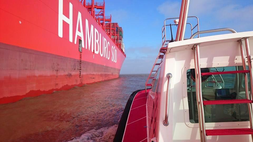 Navio de Container na entrada da Barra de Rio Grande