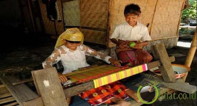 10. Wisata Belanja di Pandai Sikek Sumatera Barat
