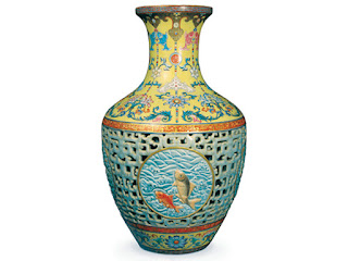 "<img src=""filename.jpeg"" alt=""Bainbridge Qianlong Period vase"">"