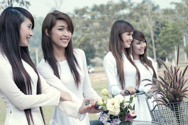 Vietnamese Long Dresses (Ao Dai Viet Nam)