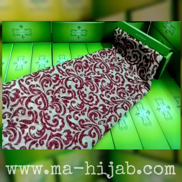 jilbab segi empat batik