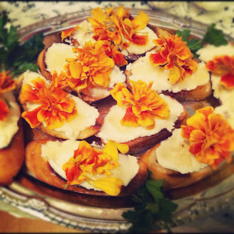 Baguette Crisps w. Ricotta, Orange Blossom Honey and Edible Seasonal Flowers