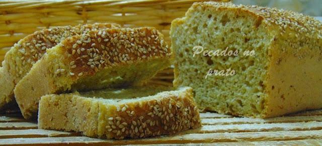 Pão de forma com farinha de aveia e sementes