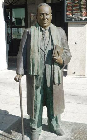 Estatua de Antonio Machado