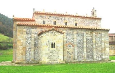 Villaviciosa, Valdediós, iglesia de San Salvador, fachada norte