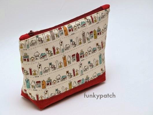 neceser de tela con cremallera tamaño bolso con dibujos de casitas hecho por funkypatch