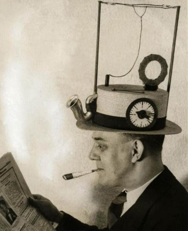 قبعة و هي أيضا جهاز لاسلكي. (الولايات المتحدة الأمريكية، 1931)