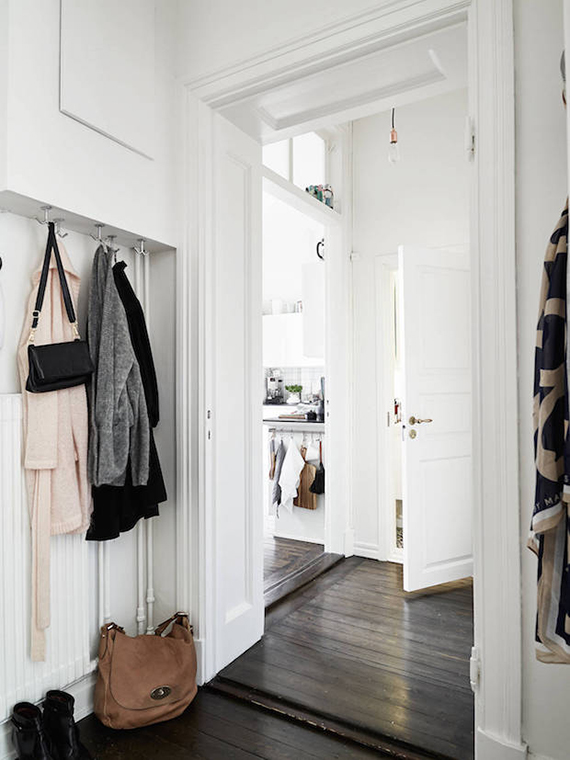 Scandinavian inspired entryway | Photo by Janne Olander, styling by Emma Fischer via Stadshem