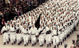 Μία εικόνα 1000 λέξεις: Όταν οι 'μουτζαχεντίν' παρέλασαν στην Ευρώπη