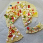 http://unhogarparamiscositas.blogspot.com.es/2016/01/pizza-de-chocolate-blanco.html